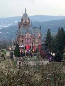 Beleuchtete Drachenburg
